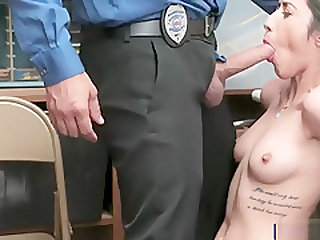 Slim thief Angel Del Rey had sexual activity with LP officer